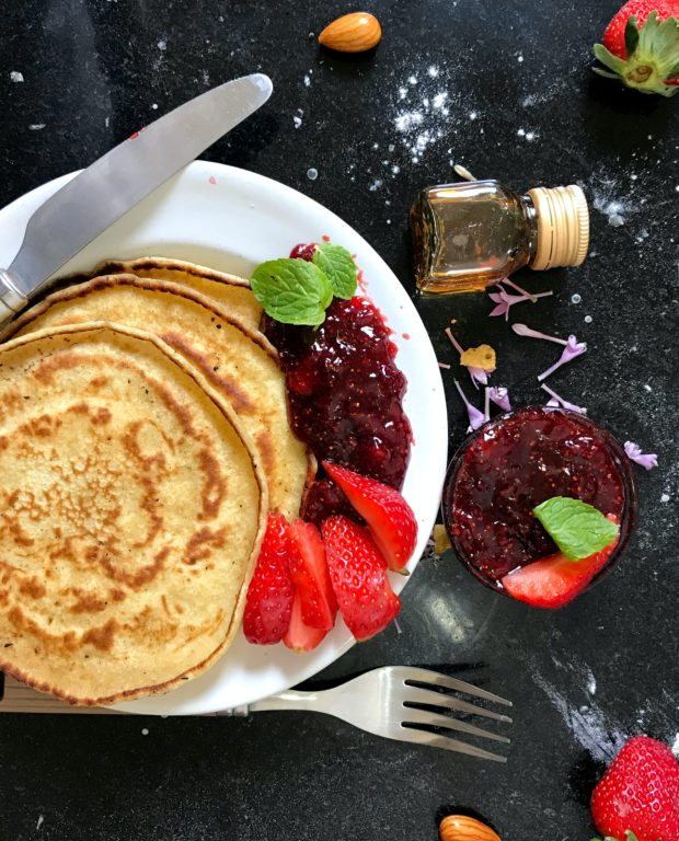 pancake on plate 2113556